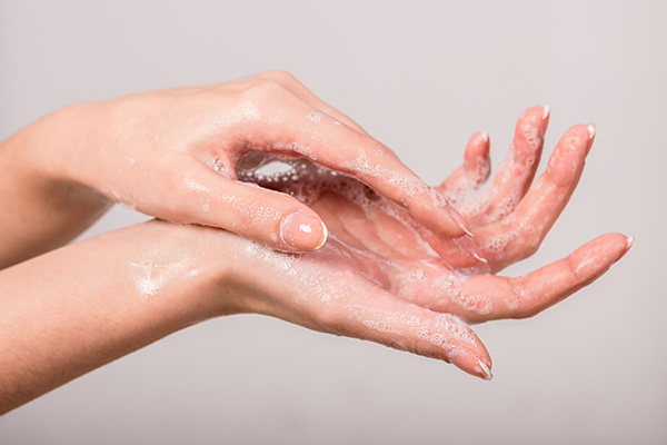 Foam_Sodium-Lauryl-Sulfate_Hands