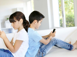 Kids-on-Smartphone-Mobile-Technology-Children-Screen-Time-Health-Obese-Active